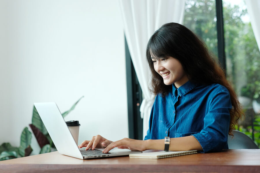 bigstock-Young-Asian-Woman-In-Casual-St-245864944 PMP Certification Montreal - Top 10 PMP Training Montreal Options